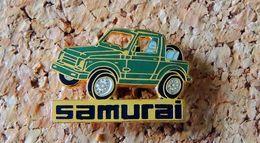 Pin's SUZUKI Automobile - SAMURAI émaillé Vert - Fabricant Inconnu - Pin's