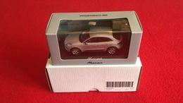Porsche Macan (2013)  Rhodium Argent  1/43 Minichamps - Minichamps