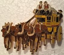VIEILLE DILIGENCE POSTAL  - CHEVAUX - PFERDE - HORSES - COCHERS EN GILETS BRUN - 7 Cm / 6 Cm   -    (18) - Transportes