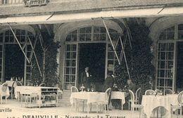 DEAUVILLE 1923 NORMANDY LA TERRASSE ANIMEE CLIENTS & SERVEURS DU RESTAURANT HOTEL CPA EDITION SIMON 14 CALVADOS VACANCES - Deauville