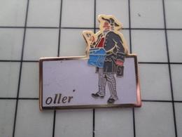 316c Pin's Pins / Beau Et Rare / THEME : POSTES / OLLER POSTIER 18e SIECLE FACTEUR - Postes