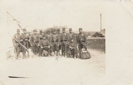 CARTE PHOTO:MILITAIRES FUSIL REIMS (51)..ÉCRITE - Regiments