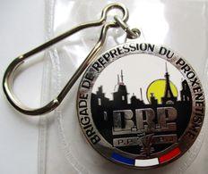 PORTE-CLEFS NEUF POLICE NATIONALE BRIGADE DE REPRESSION DU PROXENETISME BRP PARIS BLEU BLANC ROUGE - Porte-clefs