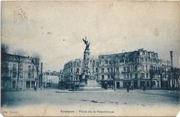 02 - SOISSONS Place De La République Animée écrite Timbrée - Soissons