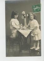 ENFANTS - LITTLE GIRL - MAEDCHEN - Jolie Carte Fantaisie Enfants Jouant à La Dinette - Portraits