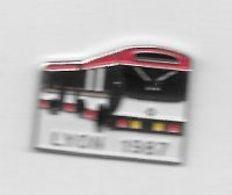 Pin's  Ville, Bus  RENAULT, Transports  LYON  1987  ( 69 ) - Transportes