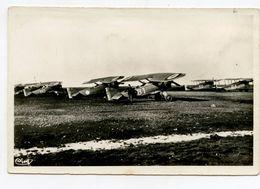 ISTRES Groupe D'avions De Combats - Matériel