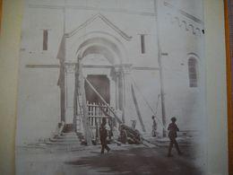 St Ambroix 48 .ancienne Photo Collée Sur Carton De L'entrée  De L' église . En Travaux ? . 2 Scans - Places