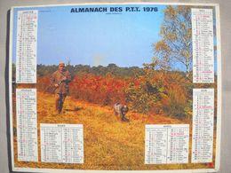 1619 Calendrier Du Facteur PTT 1976   Illustration Chasseur Et Son Chien , Chasse à Courre Chevaux - Calendars