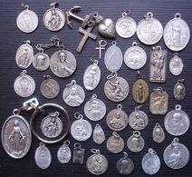 Joli Lot De 42 Médailles Religieuses, Différents Métaux Dont Argent, Différentes époques... - Religion & Esotericism