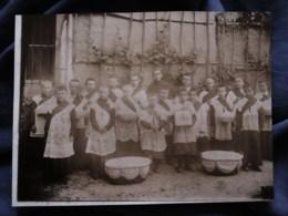 Photo  Groupe D'enfants De Choeur Avec Leurs Paniers Pour La Quête Autour Du Cou  CA 1900 - L513 - Anciennes (Av. 1900)