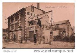 Hotton S/Ourthe - L'Hôtel De La Paix - Garage, Pompe à Essence, Animée. Edit. Desaix. - Hotton