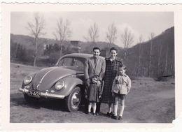 Photographie : Automobiles : Couple Et Enfants En Pose Devant Une COCCINELLE ( Volkswagen ) - Auto's