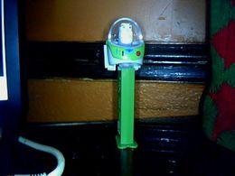 Publicité Distributeur PEZ Toy-story Buz L'éclair - Pez