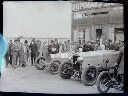 Négatif Souple Photographie Voitures De Course Au Garage à  MONTLHERY En  1927 - Automobile