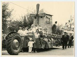 Enfant Kid Garçon Cute Mignon Fille Deguisement CHAR CORSO Moulin Tracteur Défilé Fête PONT De BEAUVOISIN 38 VINCENT - Anonymous Persons