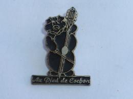 Pin's RESTAURANT AU PIED DE COCHON - Alimentation