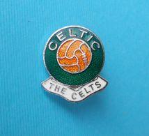 CELTIC FC (The Celts) Glasgow - Scotland Football Soccer Club Nice Enamel Pin Badge Fussball Calcio Futbol Futebol Foot - Fussball