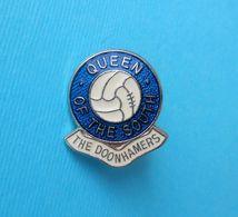 QUEEN OF THE SOUTH FC (The Doonhamers) - Scotland Football Soccer Club Nice Pin Badge Fussball Futbol Calcio Futebol - Fussball