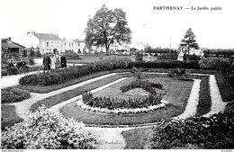 Parthenay. Promenade Dans Le Jardin Public. - Parthenay