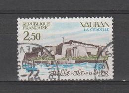 """FRANCE / 1984 / Y&T N° 2325 : """"Touristique"""" (Citadelle Vauban De Belle-Île-en-mer - Morbihan) - Choisi - Cachet Rond (85 - France"""