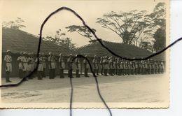 CARTE PHOTO. CPA . CAMEROUN. DOUALA. Soldats, Militaires. Camp Des Gardes . Soldats En Armes - Fotografía