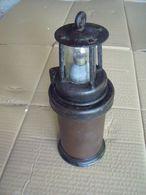 UNE ANCIENNE LAMPE DE MINEUR - Lamps
