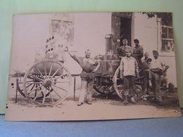 MILITARIA.  GROUPE DE MILITAIRES A LA ROULANTE. CARTE-PHOTO. 101_9888GRT - Personnages