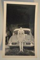 Photo Photographie Voiture Arriere De DS Citroen  Femme Devant - Automobiles