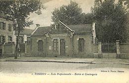 029 188 - CPA - France (18) Cher - Vierzon - Ecole Professionnelle - Entrée Et Conciergerie - Vierzon