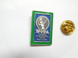 Beau Pin's , Tennis , WITA , ATTENTION : Pin's Décoloré - Tennis