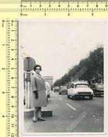 REAL PHOTO Citroën Citroen DS Voiture Femme Paris Woman  Abstract ORIGINAL VINTAGE OLD SNAPSHOT - Automobiles