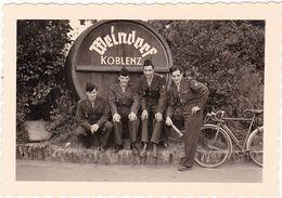 Photographie : Militaire : Soldats Français En Pose :  Régt. 451 C L R M - Coblence - Ph. Optiker Junkers - Koblenz - War, Military