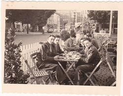 Photographie : Militaire : Soldats Français Au Restaurant Régt. 451 C L R M - Coblence - Ph. Optiker Junkers - Koblenz - War, Military