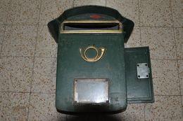 Ancienne Boîte Aux Lettres - Cor De Poste - Clè Disponible - Etat Relativement Bon. - Other Collections