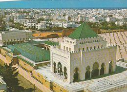 Carte Postale. Maroc. Rabat. Vue De Détail Du Mausolée Mohamed V Et Vue Panoramique De La Ville. Etat Moyen. - Monumentos