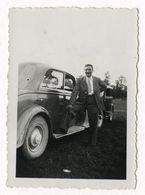 PHOTO ANCIENNE Homme Photographie Automobile Voiture Auto Véhicule 1938 Modèle à Identifier Citroën Renault Peugeot ? - Automobili