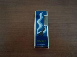 BRIQUET A GAZ  Publicité GITANES Marque HARRYSON - Lighters