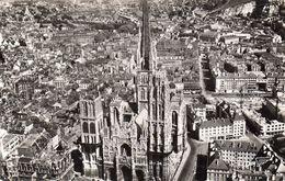 CPSM Rouen La Cathédrale Et Sa Flèche (156 M) - Série La France Vue Du Ciel - Rouen