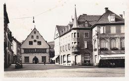 68 MUNSTER, Place De L'hôtel De Ville, Hôtel, Restaurant De La Cigogne, Vieille Automobile - Munster