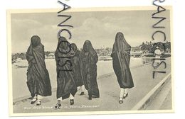 Tanzanie. Zanzibar. Now Arab Women Veil In Public. A.C. Gomes & Son - Tanzania
