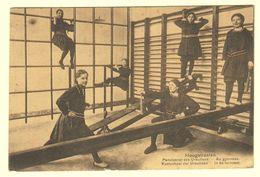 A1679[Postkaart] Hoogstraeten ... / Kostschool Der Ursulinen. - In De Turnzaal [Hoogstraten School Meisjes Turnen] - Hoogstraten