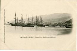 LA MARTINIQUE - NAVIRES Et RADE De St PIERRE - CLICHE ASSEZ RARE - - Martinique