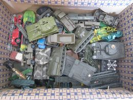 Lot De Vehicules En Plastique Et Fer (dinky,solido,bonux,etc...) Voir Scan - Jouets Anciens