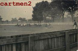 3 PHOTOGRAPHIES ANCIENNES : COURSE AUTOMOBILE DES 24 HEURE DU MANS ? FORMULE 1 CIRCUIT AUTOMOBILE FERRARI MERCEDES FORD - Automobili