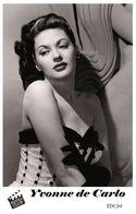YVONNE DE CARLO (PB4) - Film Star Pin Up PHOTO POSTCARD - Pandora Box Edition Year 2007 - Femmes Célèbres