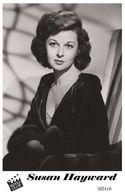 SUSAN HAYWARD (PB16) - Film Star Pin Up PHOTO POSTCARD - Pandora Box Edition Year 2007 - Femmes Célèbres