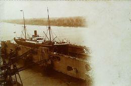 Photographie  Sur CPA -  Bateau Cargo VAPEUR Câle Sèche - Dock Flottant  (Ecrite Suez ?) - Bateaux