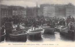 75 - PARIS  - INONDATIONS De PARIS ( Janvier 1910 ) Arrivée Des Matelots - Jolie CPA Animée - Seine - Alluvioni Del 1910