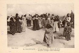 Gréce - CPA. SALONIQUE -  Village Romani - Danse De Filles - - Grecia